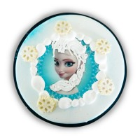 Pastel infantil de princesa Elsa relleno de crema de chocolate en Pastelería la Esperanza